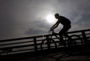 غرامة على سائق دراجه هوائية لتجاوز السرعة المسموح بها