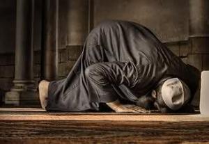 سعودي يتوفي ساجداً بالمسجد الحرام بعد  أن أتم العمرة