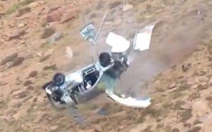 نجاة سائق بسباق أوتوكروس بعد سقوط سيارته من جبل
