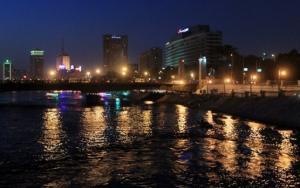 الحكومة المصرية تفكر بإغلاق المحال التجارية التاسعة مساء