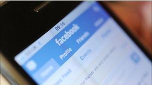 فيسبوك يتناقص عدد مستخدميه