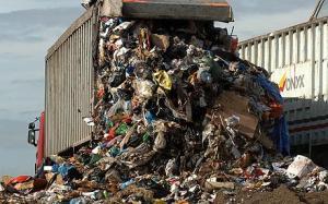 السويد تعاني من نقص القمامة فتستوردها