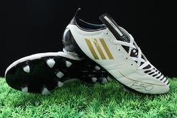 لاعب يناشد الجماهير إعادة حذائه