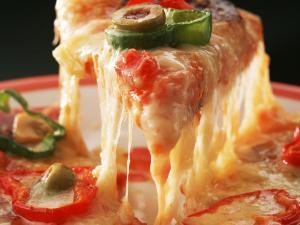 مطعم سويسري يقدم أغرب بيتزا في العالم بسم الأفاعي والعقارب