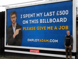 بريطاني متفوقه يفشل بالحصول علي عمل فيطلق حملة إعلانية للحصول عليه
