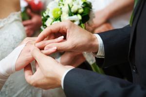 دراسة: الزواج مفيد لصحة الرجال والنساء والعزوبية تضر القلب