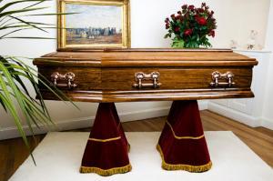 أمريكي توفي في جنازة زوجته ليدفن بجوارها