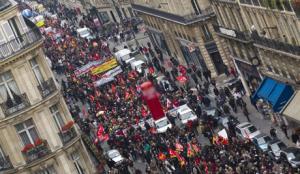 أحتجاجات وإضرابات بفرنسا أحتجاجاً علي قانون يسهل إقالة الموظفيين