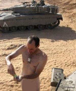 نشر صور لجنود عراه من الجيش الإسرائيلي بعد أختراق حواسيبهم