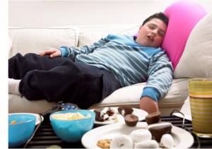 دراسة : قلة النوم تساعد علي زيادة الوزن