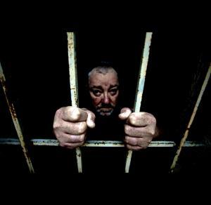 السجن لمدة يوم واحد فقط للص ارتكب مئات من جرائم السرقة