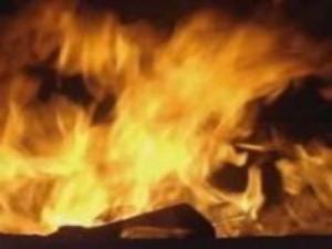 مصري يشعل النيران في منزله لرفض والدته إقراضه مبلغ مالي