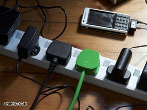 أشحن هاتفك  من  طاقة الشمس أو الدراجة