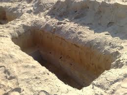 رجل جزائري حفر قبر لجاره فسقط فيه ميتاً