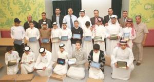 السعودية : مدير مدرسة يشتري للطلاب حواسب لوحيه على حسابه