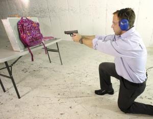 أمريكا : تزايد اﻷقبال علي شراء حقائب مدرسية واقية من الرصاص