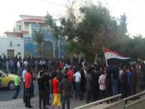 تراشق بالكراسي بين دبلوماسيين عراقيين وأردنيين