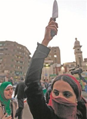 بسبب الخلاف السياسي حول الرئيس المصري مدرسة تطلب الطلاق من زوجها