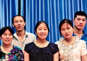 السلطات الصين تصدر قانوناً يلزم اﻷبناء بزيارة الآباء
