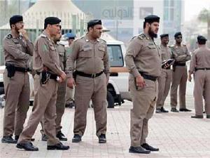 السعودية : القبض على عصابة لسرق المحلات التجارية ينتحل أفرادها صفة الشرطة