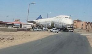 طائرة تحولت إلي مطعم تتسبب بأزمة مرورية بالسعودية