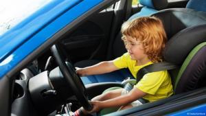 أمريكا : طفل في التاسعة من العمر يسرق سيارة والدته ليغيب عن المدرسة