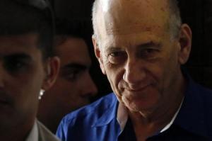 الحكم بسجن رئيس وزراء إسرائيل السابق