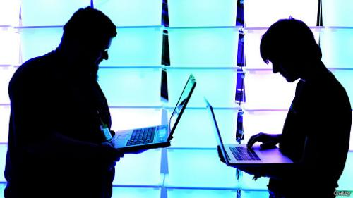 هاكرز يساعد الحكومة الأمريكية في صد هجمات ألكترونية للقراصنة