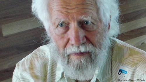 وفاة مخترع حبوب الهلوسة عن عمر ناهز الـ 88 عاما
