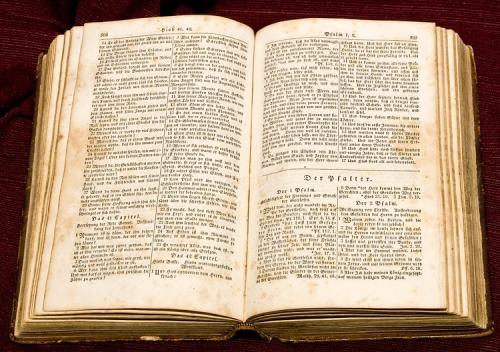 روسيا : إتهام ضابط بسرقة نسخة نادرة من الإنجيل كان مسئول عن حمايتها وعرضها للبيع