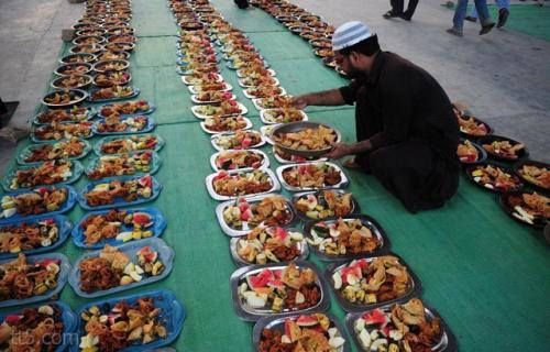 السعودية : أقتراح معاقبة المجاهرون بالإفطار في رمضان بتغسيل الموتى