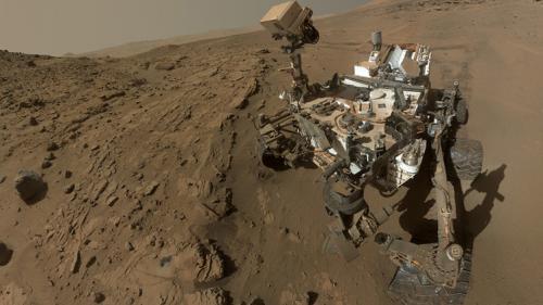 مسبار فضائي يكتشف جسماً مجهولاً يطير في سماء كوكب المريخ