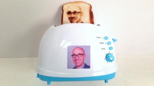 تصميم محمصة لطباعة الصور على الخبز