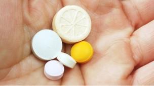 فيتامين (أ) ينقذ مئات آلاف الأطفال من الموت