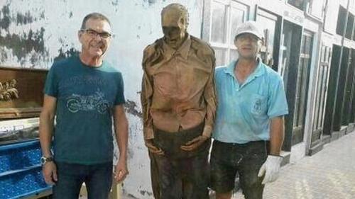 إسبانيا : إيقاف عامل بالمقابر عن العمل بسبب التقاطه صورة مع جثة