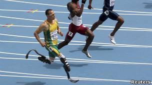 عداء مبتور الساقين في بطولة العالم