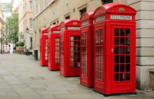 بريطانيا : تحويل أكشاك التلفونات القديمة إلي محطات للطاقة الشمسية