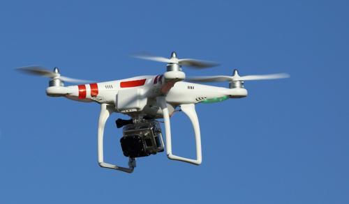 القبض علي اسرائيلي لإطلقه طائرة بدون طيار لتحلق فوق باريس
