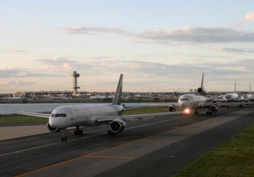 طيار مصري  يتسبب بتصادم طائرة أردنية وأخري أمريكية بنيويورك