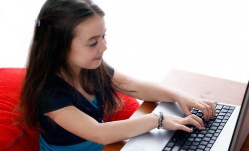 محكمة فرنسية تلزم سيدة بإغلاق حساب إبنتها على الفيسبوك