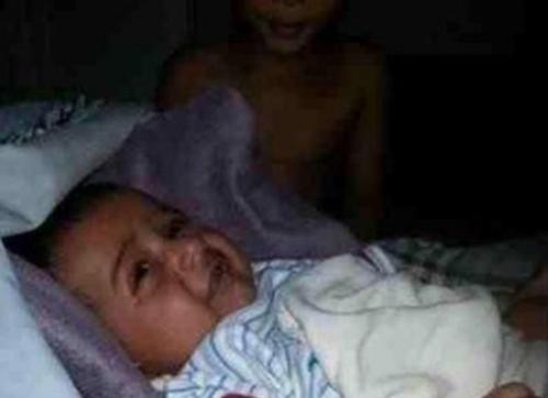 السعودية : مواطن يتفاجأ بتصوير شبح بجوار طفله الرضيع