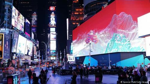 تشغيل أكبر وأغلى لوحة إعلان رقمية في العالم بمساحة تتجاوز السبعة آلف متر مربع