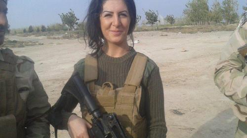 دنماركية تتطوع مع المقاتلين الأكراد لتكون أول فتاة غربية لقتال داعش