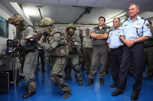 إسرائيل : حملة أمنية تلقي القبض علي عشرات المسئولين بالدولة بتهم الفساد