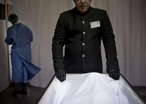 البرتغال :  تشييع جنازة لألفي شخص مجهولي الهوية من ضحايا اﻷيدز