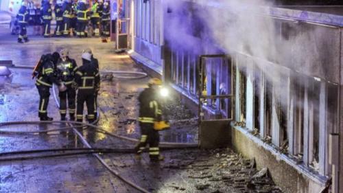 السويد : متطرف يشعل النار في مسجد ويصيب بعض المصلين