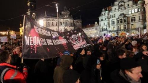 ميركل تدافع عن المسلمين بألمانيا وتصف المتظاهرين ضد الإسلام بالحاقدين