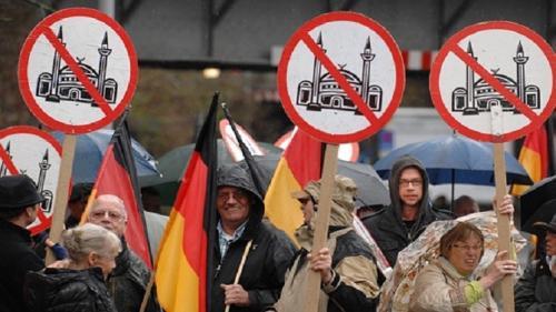 ثلث الألمان يؤيدوا اﻷحتجاج ضد المهاجرين وأسلمة البلاد