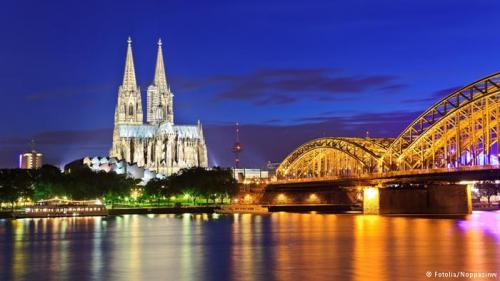 كاتدرائية ألمانية تطفئ أنوارها تعاطفاً مع المسلمين