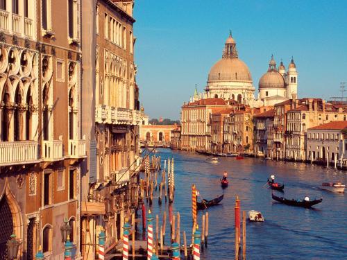 إيطاليا : مدينة البندقية تمنع الحقائب ذات العجلات لتقلليل التلوث السمعي